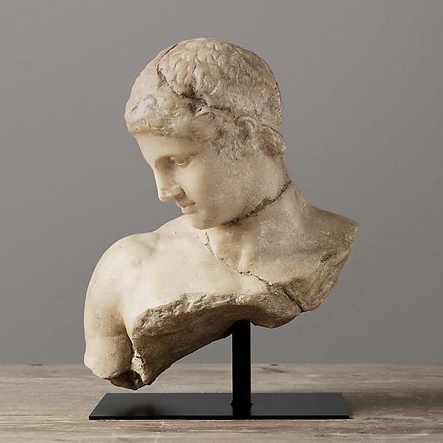 Скульптуры и настольный декор